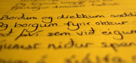 Visão próxima de um trecho da letra da canção Ágætis byrjun, da banda Sigur Rós, escrita com o punho do próprio fotógrafo.
